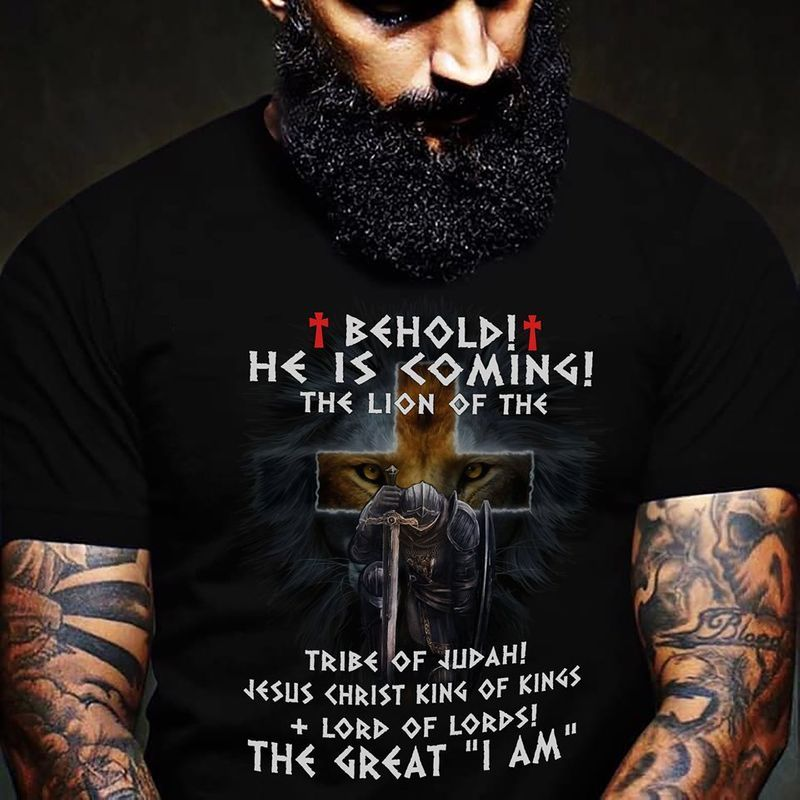 Behold He Is Coming The Lion Of The Tribe Of Judah Jesus Christ King Of Kings Lord Of Lords The Gread I Am Tshirt Black A2