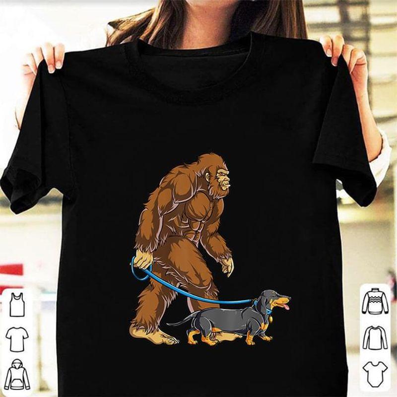 Bigfoot Sasquatch Walking Dachshund Black T Shirt Men/ Woman S-6XL Cotton