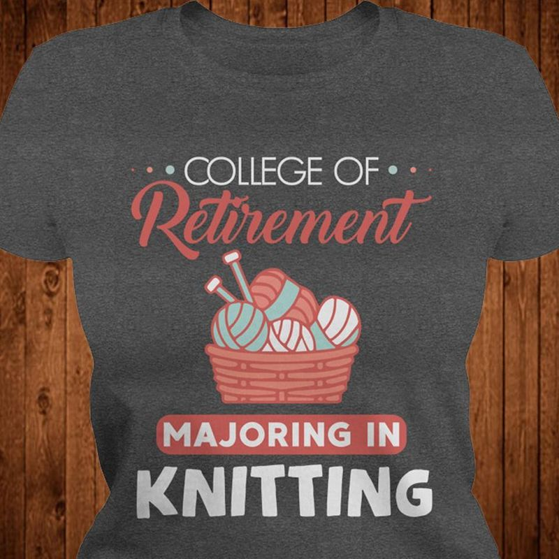 College Of Retirement Majoring In Knitting T-shirt Black A8
