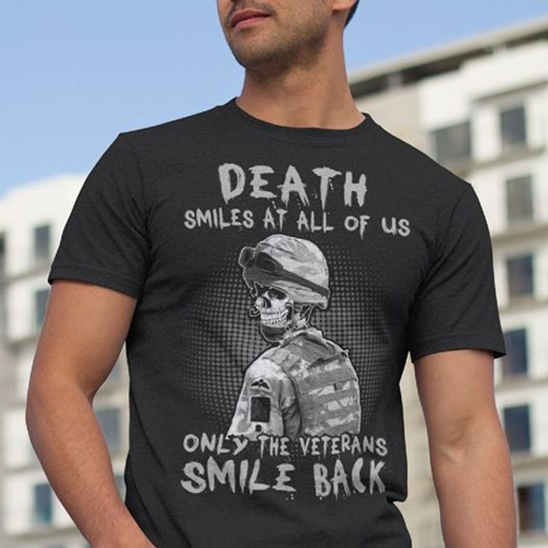 Death Smiles At All Of Us Only The Veterans Smile Back   T-shirt Black B1