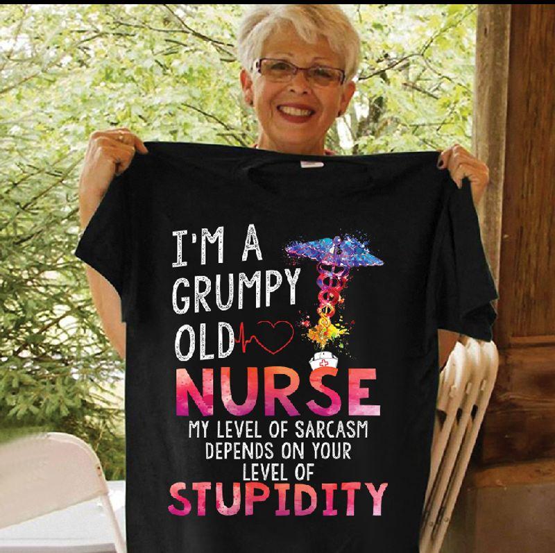 I Am A Grumpy Old Nurse My Level Of Sarcasm Denpends On Your Level Of Stupidity Medical Logo T-shirt Black C2