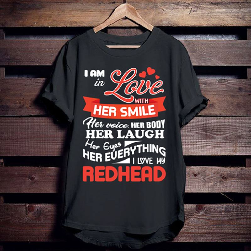 I Am In Love With Her Smile Her Voice Her Body Her Laugh Her Eyes T-shirt Black A5