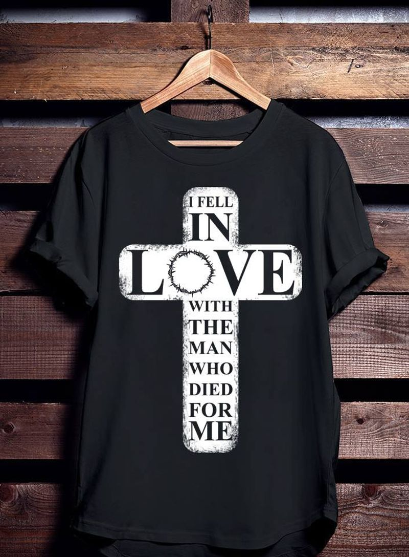 I Fell In Love With The Man Who Died For Me    T-shirt Black B1