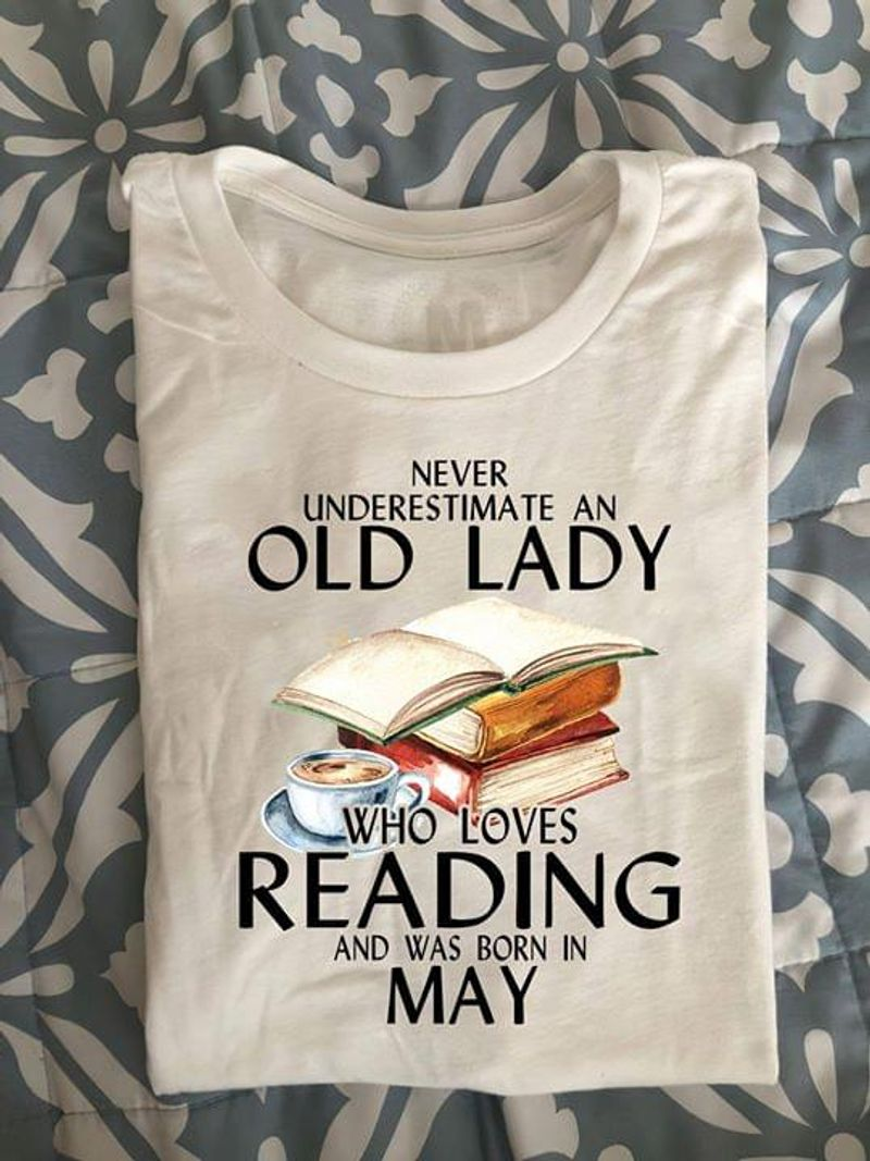 Never Underestimate Old Lady Loves Reading And Born In April White White T Shirt Men And Women S-6XL Cotton