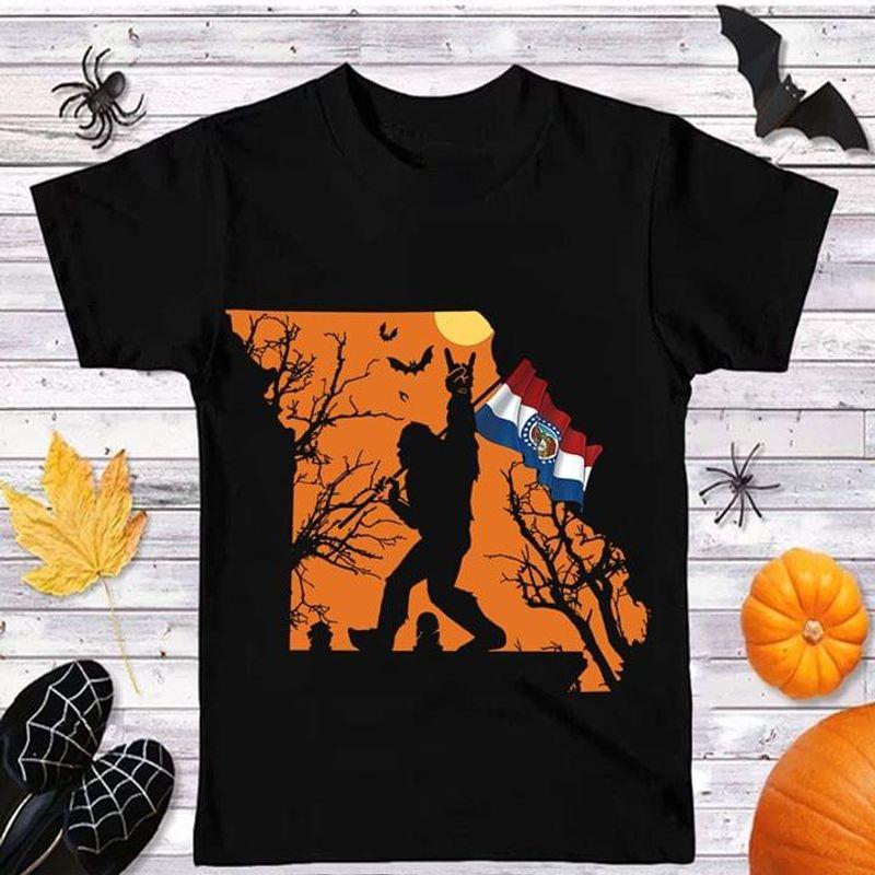 Sasquatch Bat Halloween Style Missouri Flag Us State Black T Shirt Men And Women S-6XL Cotton