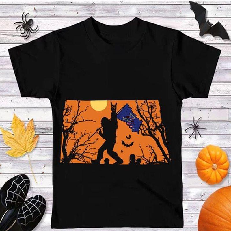 Sasquatch Bat North Dakota Flag Us State Halloween Style Black T Shirt Men And Women S-6XL Cotton