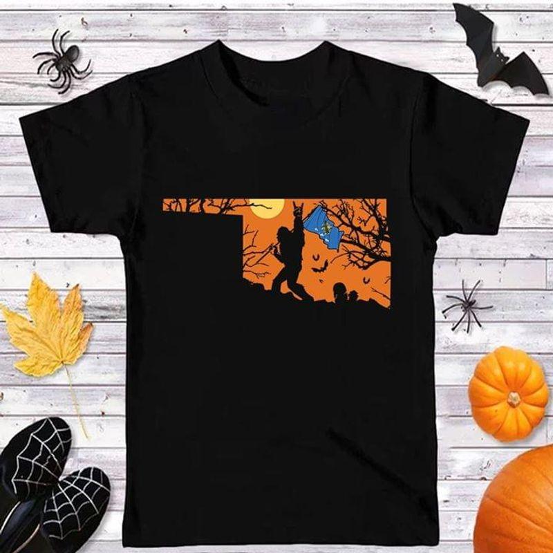 Sasquatch Bat Oklahoma Flag Us State Halloween Style Black T Shirt Men And Women S-6XL Cotton
