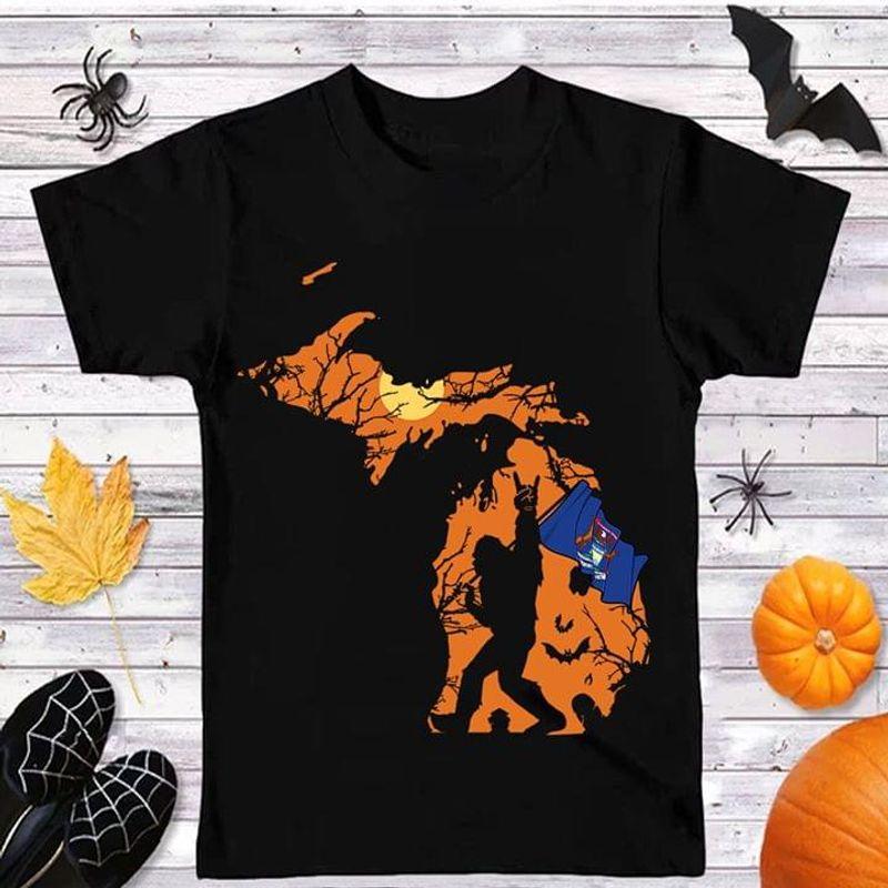 Sasquatch Michigan Flag Michigan Us State Halloween Style Black T Shirt Men And Women S-6XL Cotton