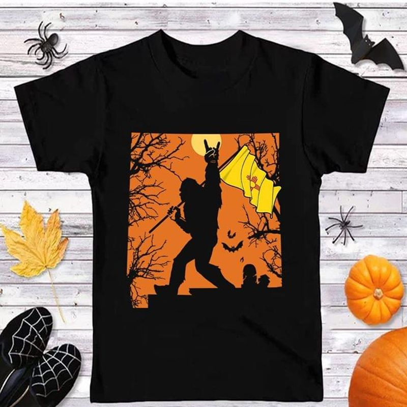 Sasquatch New Mexico Flag New Mexico Us State Halloween Style Black T Shirt Men And Women S-6XL Cotton