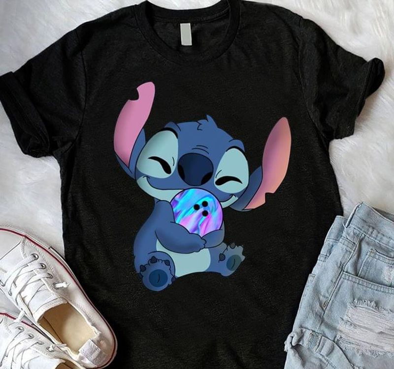 Stitch Hugging Ball Design For Girl Wearing On Party Night With Friends Black T Shirt Men And Women S-6XL Cotton